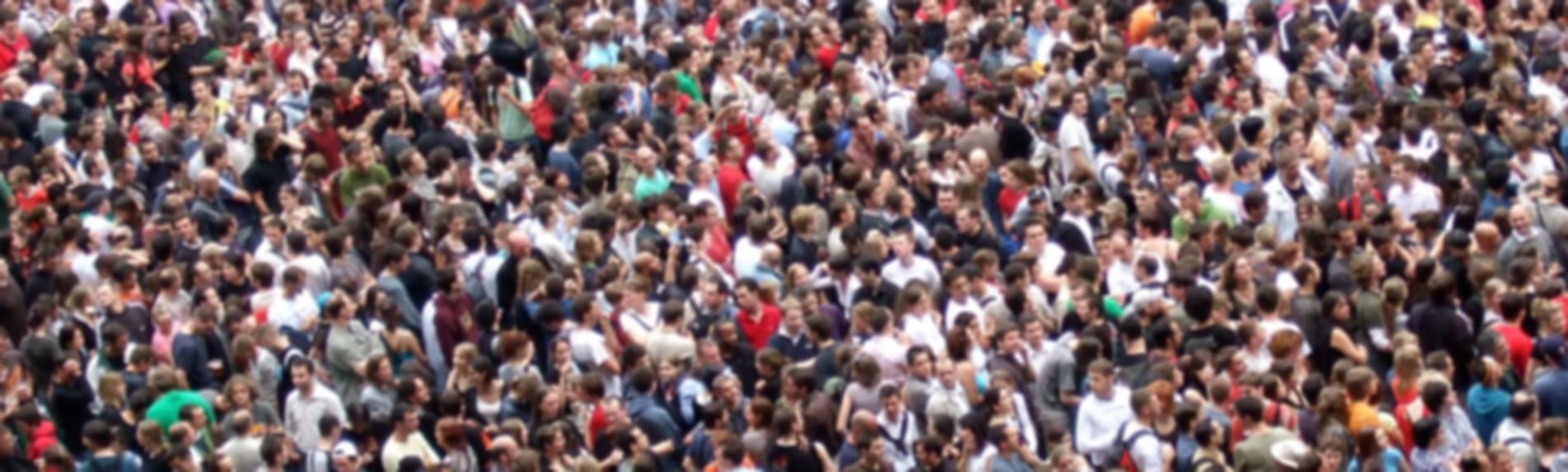 crowds-2768571_flou